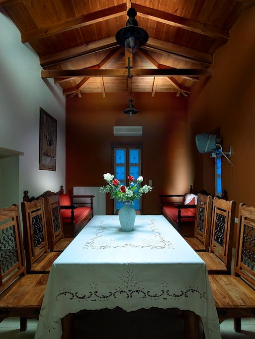 The diningroom with traditional ''monastiriko'' table