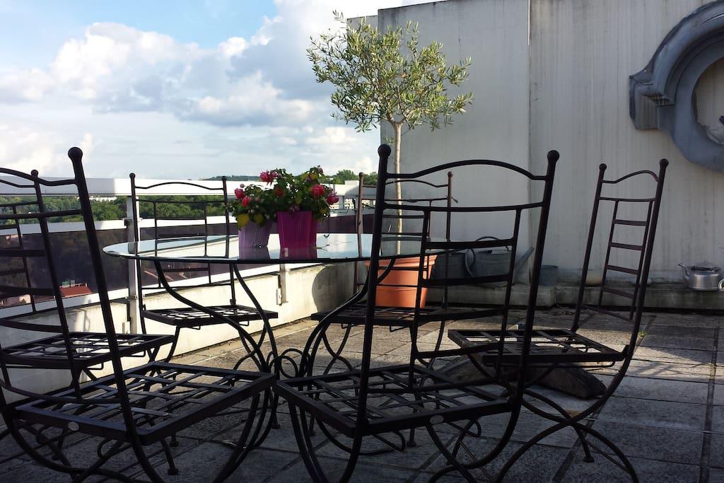 Terrasse de 80m2 table ping pong
