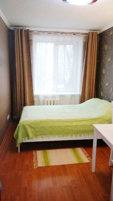 Nice room at a quite little street right near the train station and the circle metro line. Add: Nizhnyaya 11 - Комната находится на небольшой улице рядом с метро Белорусская (ул. Нижняя, 11)