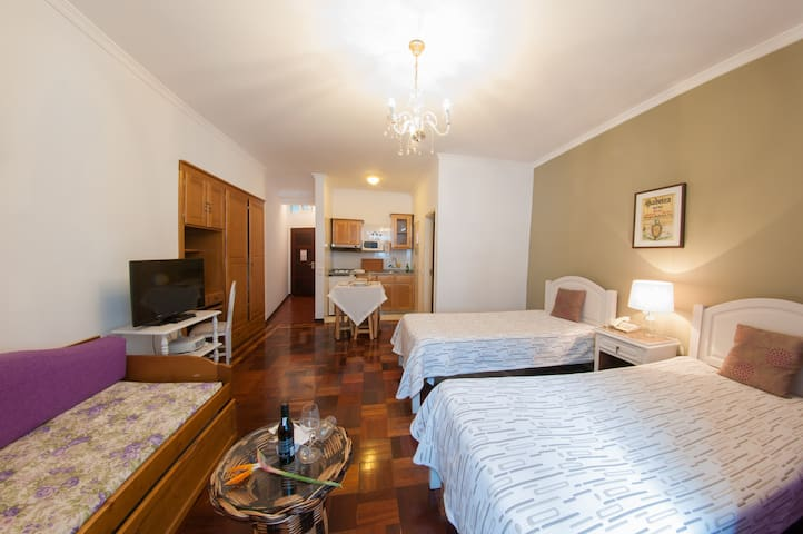 Equipped studios in Funchal centre - Funchal - Bed & Breakfast