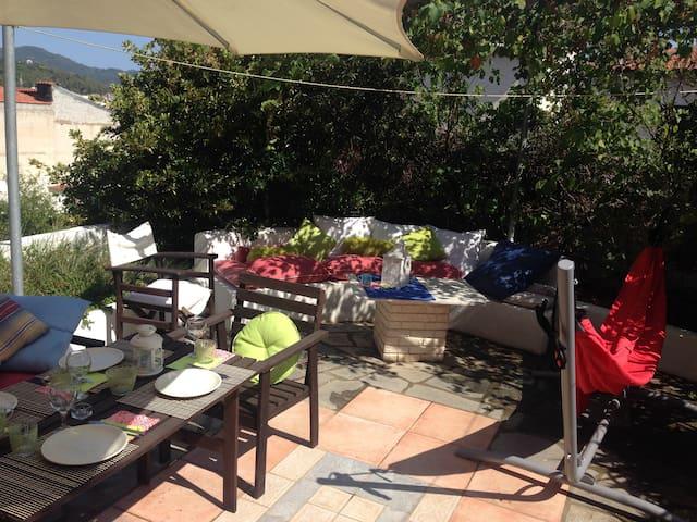 Lovely Apartment with garden  (sleeps up to 5) - Neos Marmaras - Leilighet