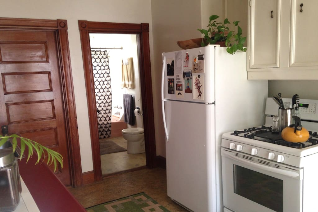 Sunny medium sized bathroom with full shower located next to room