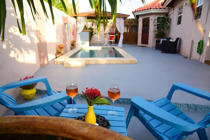Cas Elysee: Tropical & Private 2 BR Couple Retreat