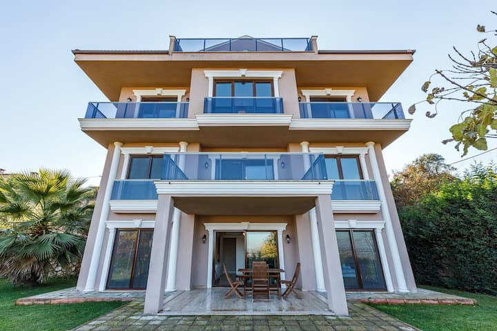 Peaceful Villa with Private Pool 5 BR and Garden in Kartepe