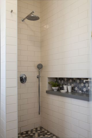 Shower Passionflower Room