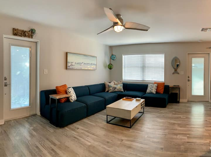 Salty Nest ~ 2 Bed/1 Bath ~ Salty Air Retreat