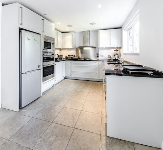 Layfield House- Luxury 3 Bedroom Family House - Londres - Casa