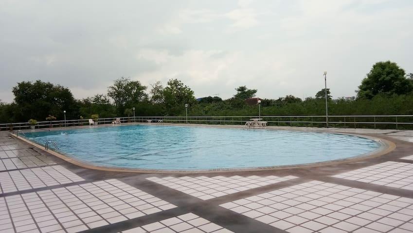 Bargain studio - Free WiFi, Pool Access & Parking