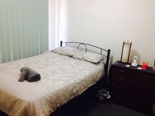 Private room with double bed & close to  airport!