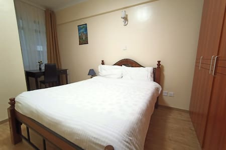 Spacious en-suite  room near Yaya, Kilimani