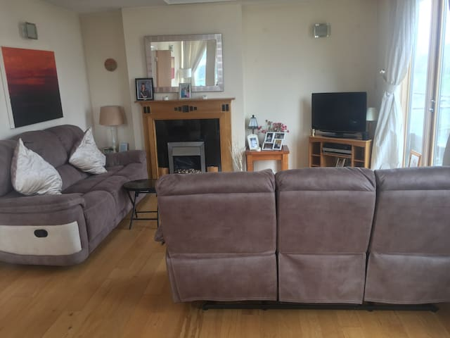 Bright Double Room  in Dundrum