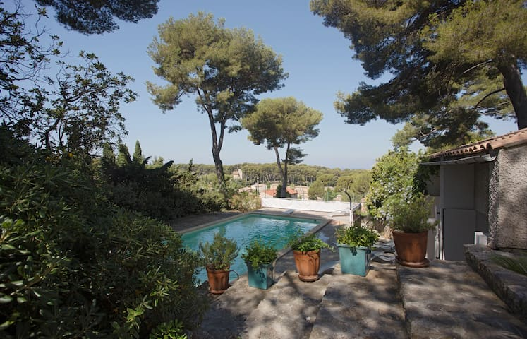 House  200 m2 10 travellers private pool & tennis