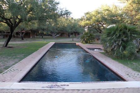 Beautiful Mesquite Bosque Getaway - Tubac - Mökki