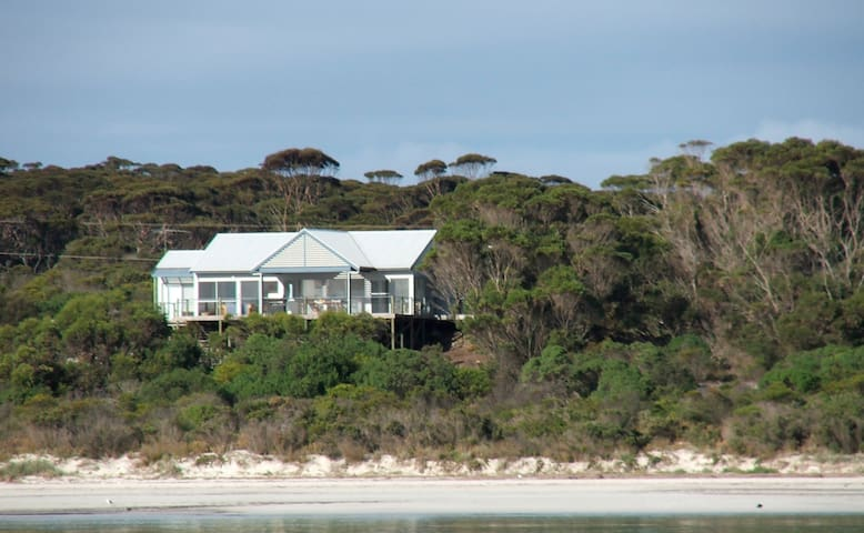 The Deck is a fabulous beach house - Island Beach - Hus