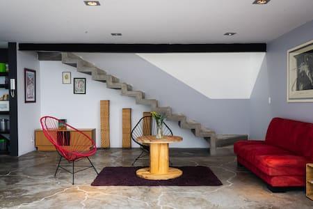 Luminosa casa Studio, Acueducto