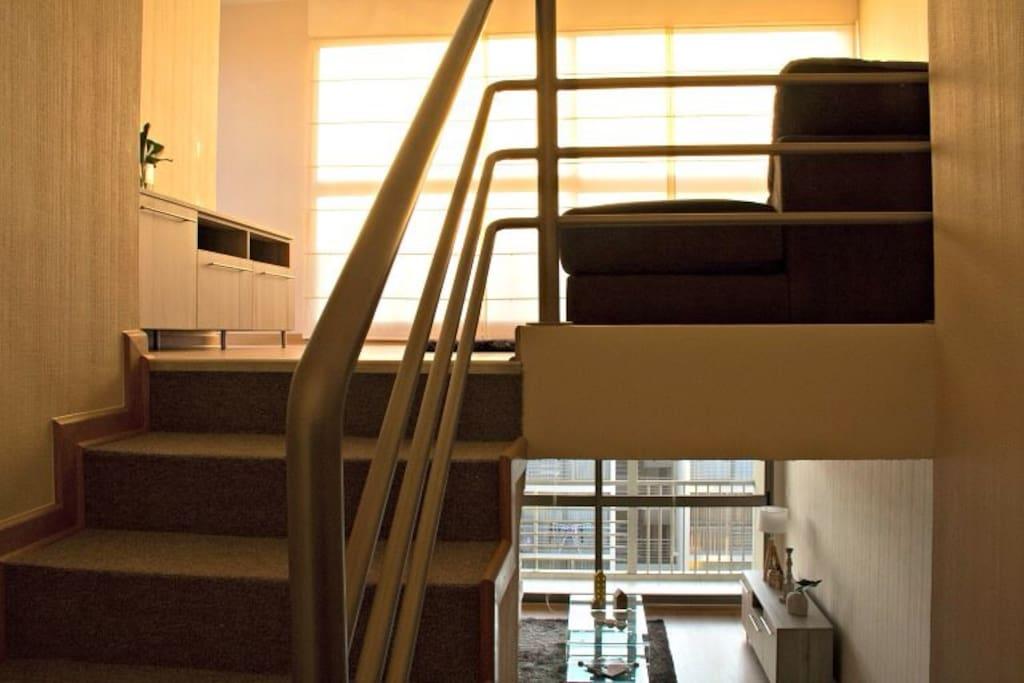 Sala familiar en el segundo piso con una gran terraza!