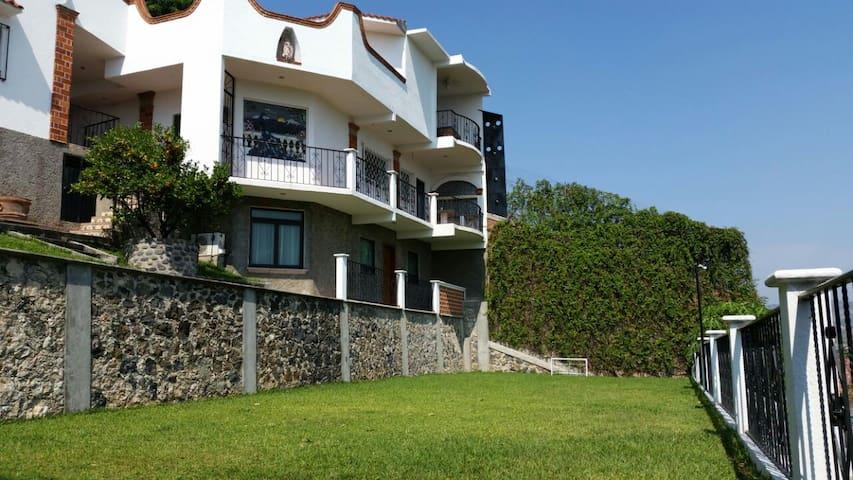 VISTA PANORAMICA AL VALLE CASA Y 2 DEPARTAMENTOS