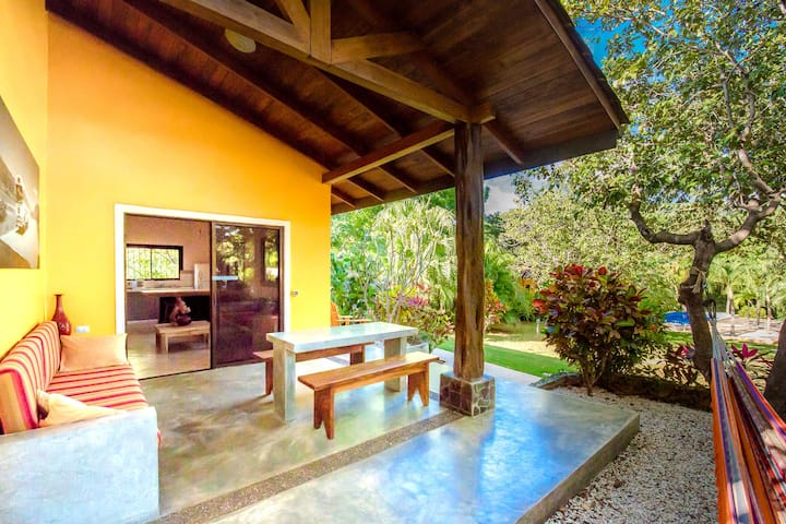 """Casa PLUMA Playa Negra """"los nancites"""""""