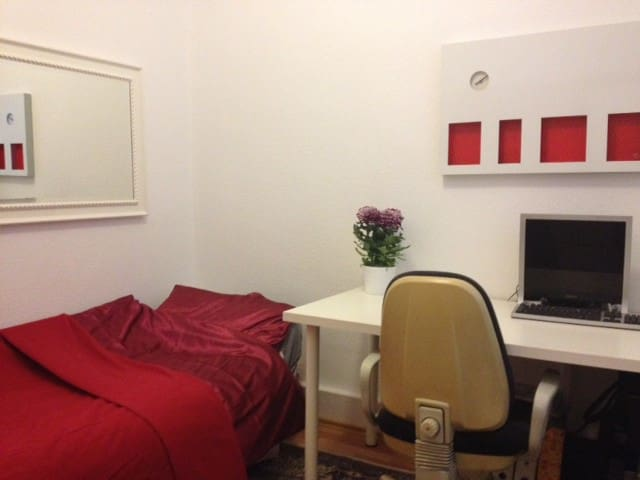 Uni / City / fair / super connectio - Hanover - Apartamento