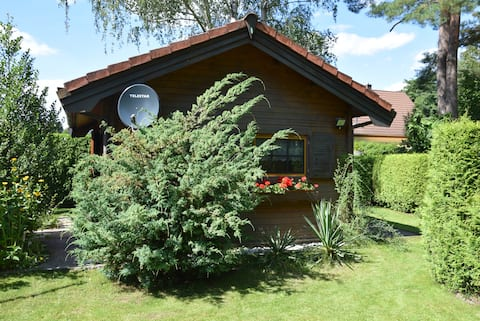 Cosy log cabin, forest view, close TO BER/SXF