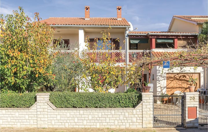 Awesome home in Valbandon with WiFi and 1 Bedrooms