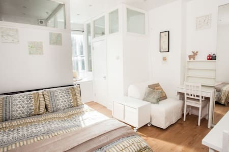 Unique, Cosy studio flat, 7 mins to tube