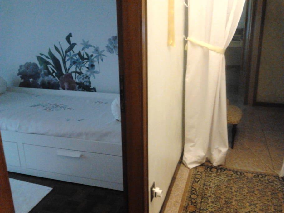 stanza e corridoio
