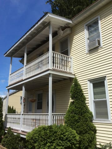 1 bed apt close to downtown- Track right next door