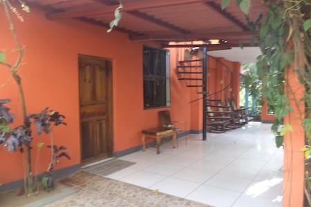 """Ambiente familiar en Nandasmo """"  Disfrutalo"""" - Nandasmo - Huis"""