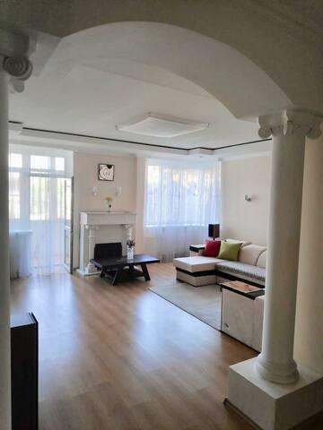 Просторная 2-х комнатная квартира в центре города!