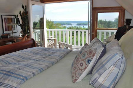 LARGE Coastal Cottage in bucolic seaside village - Castine