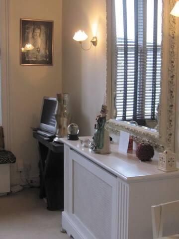 Modern  Studio Earls Court - 1  MONTH RENTAL