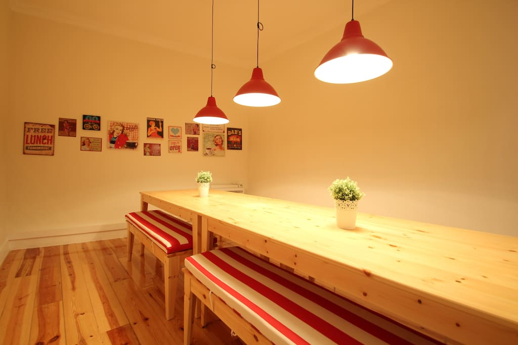 Dinning room with air conditioning.