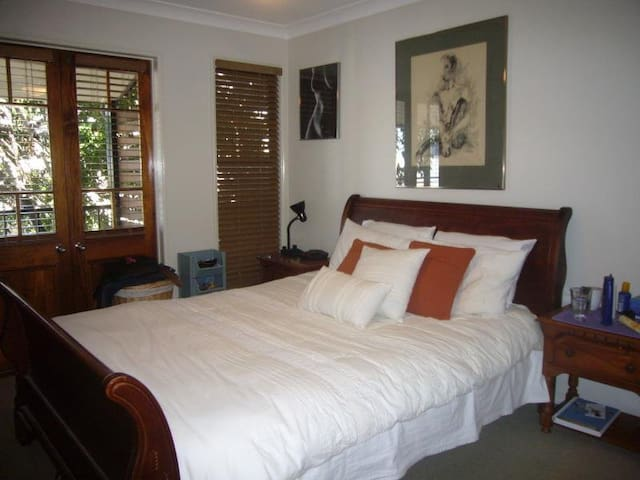 Spacious Townhouse in Fortitude Valley - Fortitude Valley - Townhouse