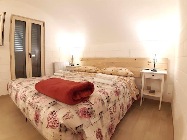 Una camera da letto . I letti all' occorrenza diventano due singoli