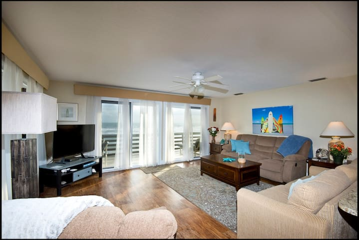 Oceanfront 2/2 Fish Unit Upstairs North Pet's OK!