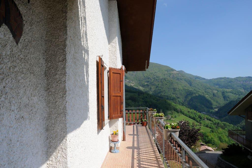 Balcone esterno dalla parte dell'ingresso
