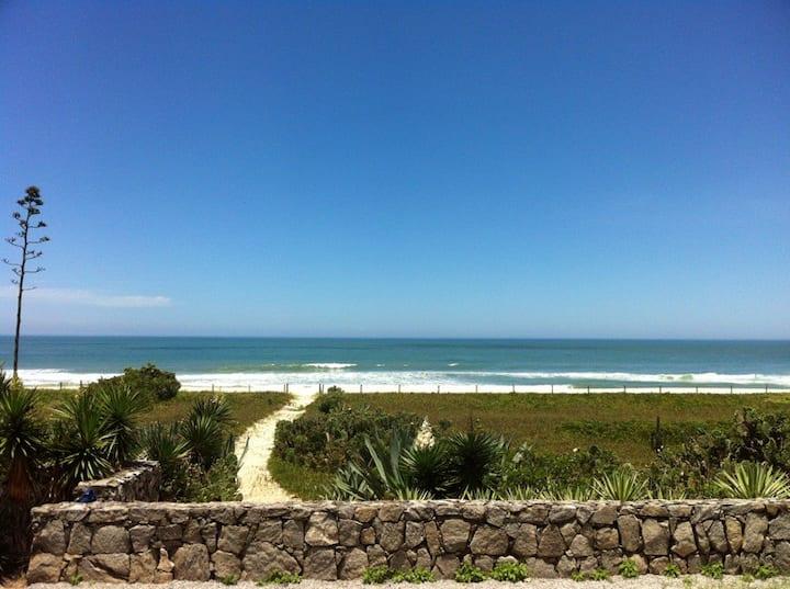 Praia de Itaúna no jardim, piscina