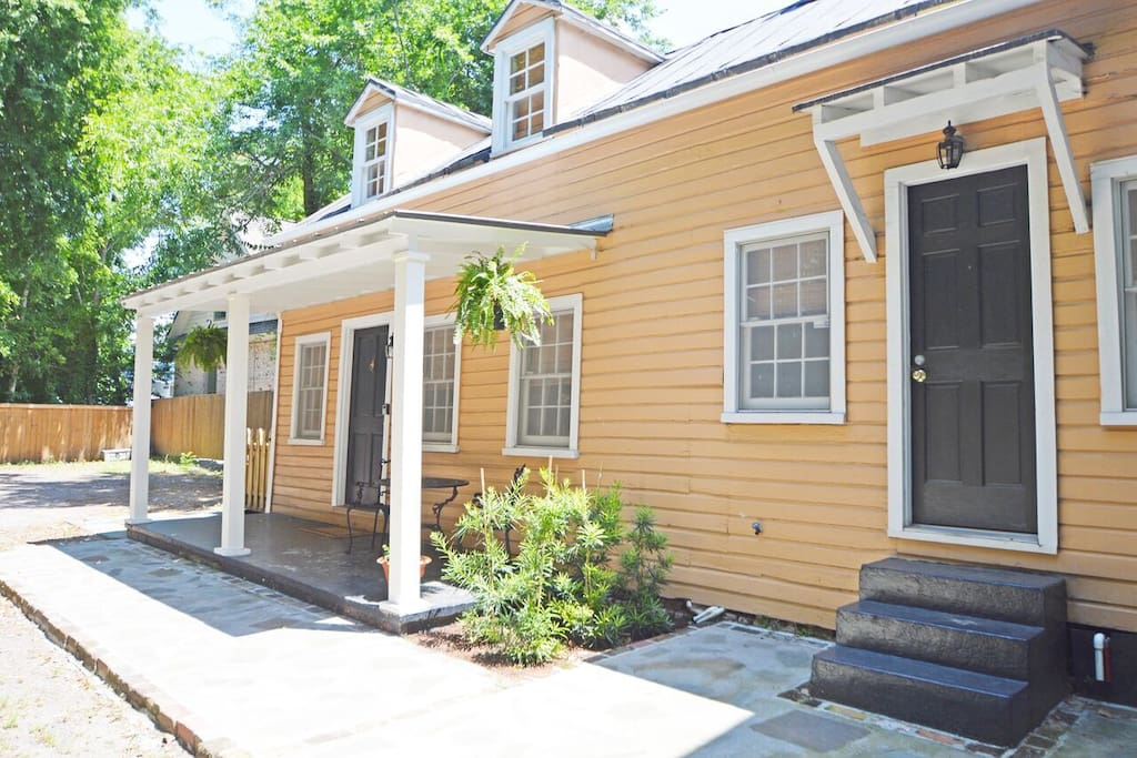 Charming Cottage in Historic Downtown Charleston
