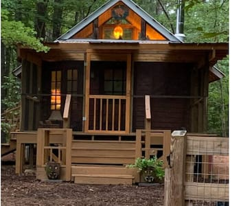 Cozy Cabin w/ large screened-in deck near UNC/Duke