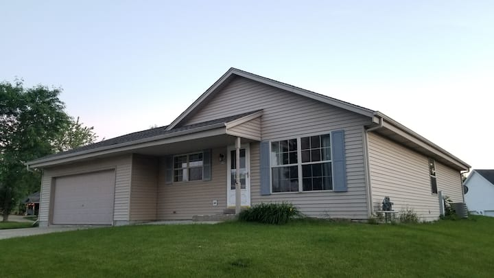 Updated full home near UW-Waukesha-3Bed