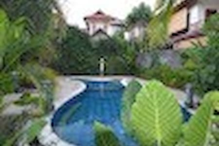 Location Location without the price tag !! Situated in Kerobokan Seminyak - 10mins from Sunset road and Seminyak shops are these Comfy 5 bedrooms villa, huge garden fully self contained and located in quiet neighborhood of Kerobokan.