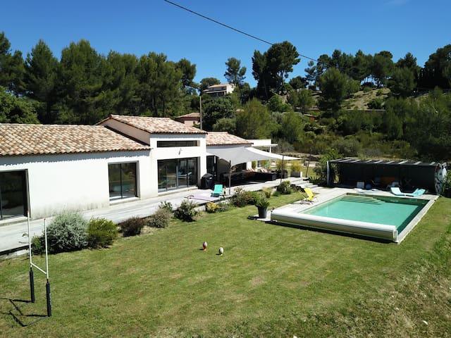 La Villa du Pin Vert au Castellet piscine près mer