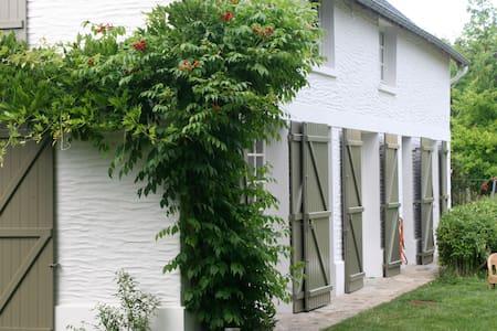 House with tenniscourt 90km/ Paris - Bonnières