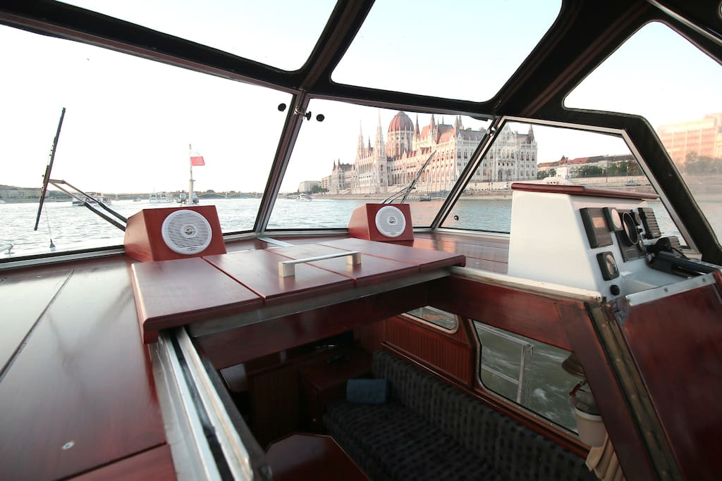 Entrance from the upper steering position