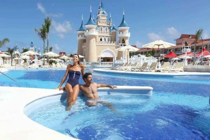 Bahia Príncipe Fantasia resort, all inclusive.
