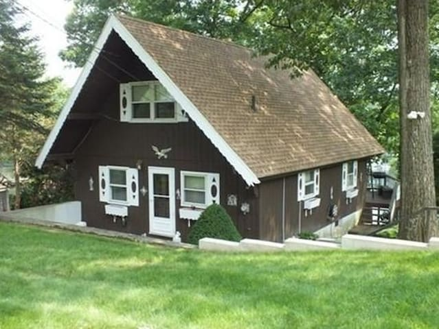 Lakefront home on Congamonds North Pond - Southwick - Haus