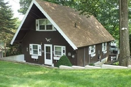Lakefront home on Congamonds North Pond - Southwick - Dom