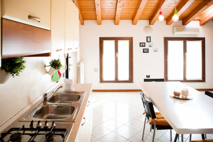 Appartamento manscardato con travi in legno - Ghedi - Byt