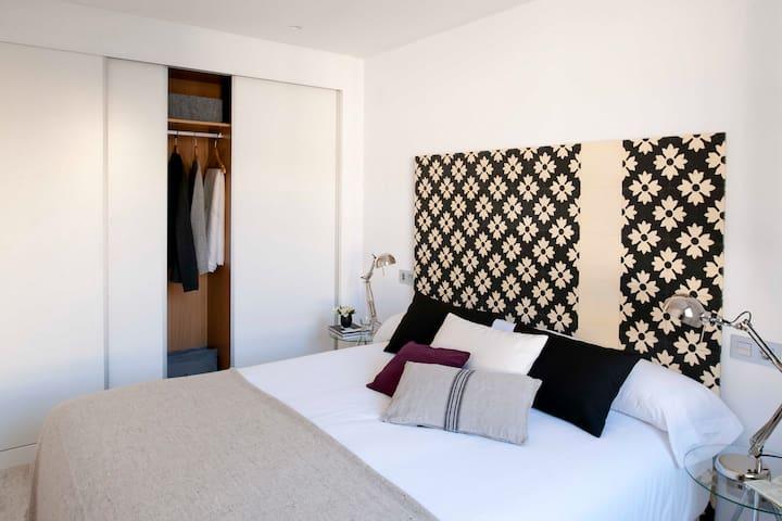 Minimalist  Designed Apartment with Hot Tub Atocha
